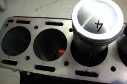 Préparation moteur d'une Jaguar XK 150